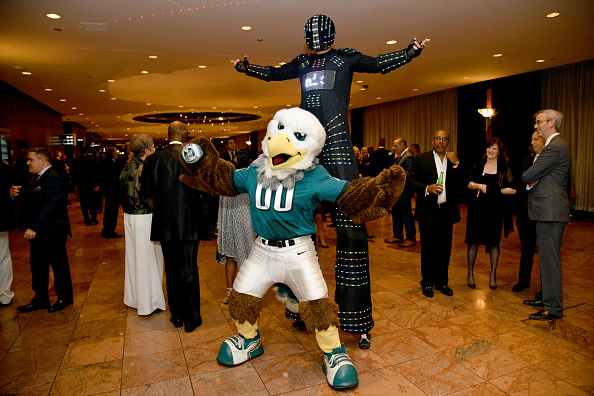 Philadelphia Eagles「33rd Annual Great Sports Legends Dinner To Benefit The Buoniconti Fund To Cure Paralysis - Arrivals」:写真・画像(10)[壁紙.com]