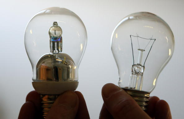 Light Bulb「Lightbulb Production At Philips」:写真・画像(14)[壁紙.com]