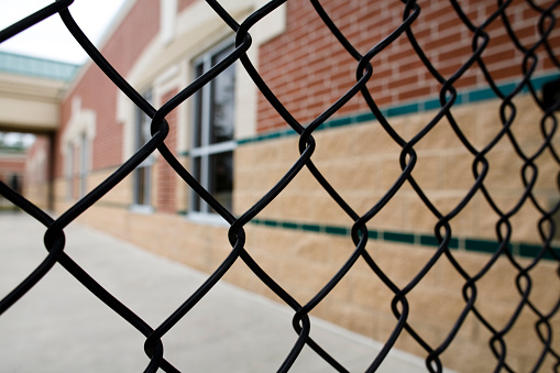 Chainlink Fence「Chain link fence and school building. Education. Nobody.」:スマホ壁紙(9)