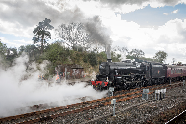 Steam Train「Mogul Steam Train Pulls Passenger Carriages From Cardiff To Weymouth」:写真・画像(6)[壁紙.com]