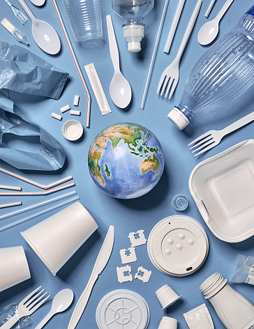 Planet Earth「Single-use plastic objects arranged around the earth.」:スマホ壁紙(12)
