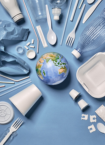 Ecosystem「Single-use plastic objects arranged around the earth with copy space below.」:スマホ壁紙(13)