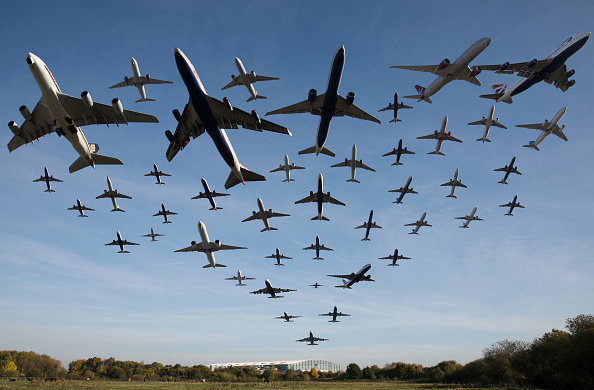 飛行機「Planes Taking Off At Heathrow Airport Over A One Hour Period」:写真・画像(13)[壁紙.com]