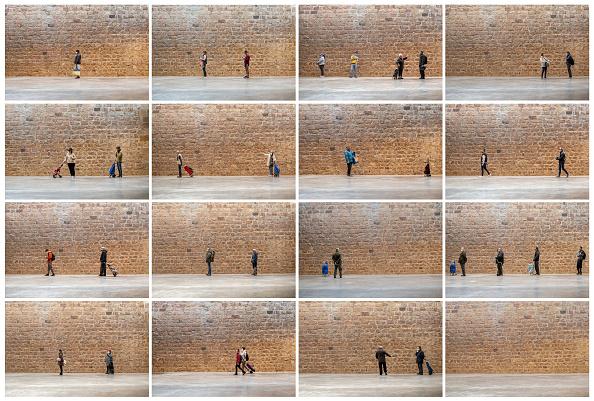 Spain「Safe Space: Shoppers Practice Social Distancing In Barcelona」:写真・画像(7)[壁紙.com]