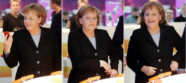 Mobile Phone「Merkel Visits CeBIT Technology Fair」:写真・画像(17)[壁紙.com]