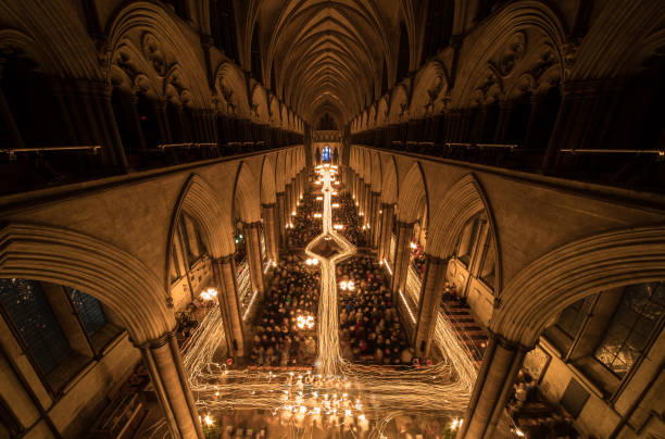 Cathedral「The Darkness To Light Advent Procession Is marked At Salisbury Cathedral」:写真・画像(11)[壁紙.com]