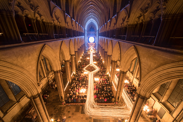 Bestpix「Salisbury Cathedral Hosts Annual Darkness To Light Advent Procession」:写真・画像(9)[壁紙.com]