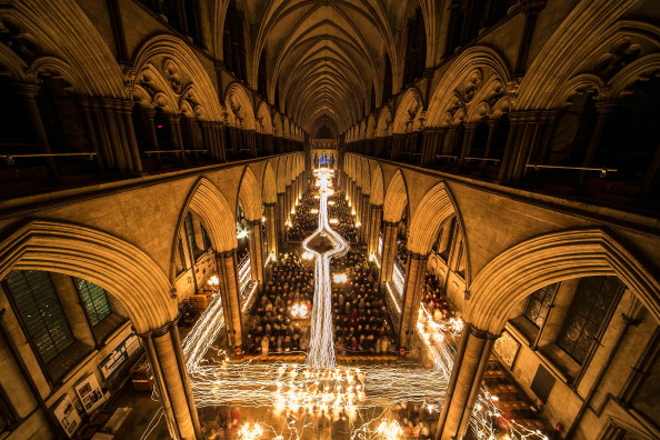 Salisbury Cathedral「Darkness To Light Advent Procession Starts Salisbury Cathedral's Christmas Season」:写真・画像(19)[壁紙.com]