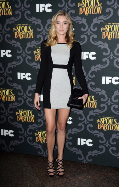 "Form Fitted Dress「Screening Of IFC's ""The Spoils Of Babylon"" - Arrivals」:写真・画像(3)[壁紙.com]"