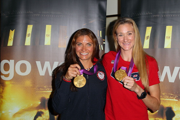 2012 Summer Olympics - London「Visa Present Olympic Gold Medalists Kerri Walsh Jennings and Misty May-Treanor」:写真・画像(16)[壁紙.com]