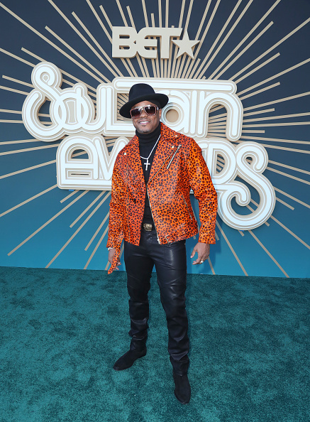 Cross Shape「BET Presents: 2019 Soul Train Awards -  Red Carpet」:写真・画像(3)[壁紙.com]