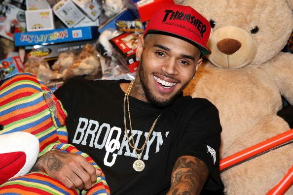 歌手「1st Annual Xmas Toy Drive Hosted By Chris Brown And Brooklyn Projects」:写真・画像(19)[壁紙.com]