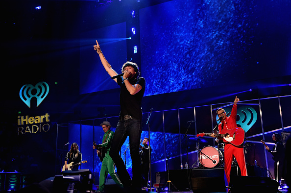 Bobby Bones and the Raging Idiots「2017 iHeartCountry Festival, A Music Experience By AT&T - Show」:写真・画像(17)[壁紙.com]