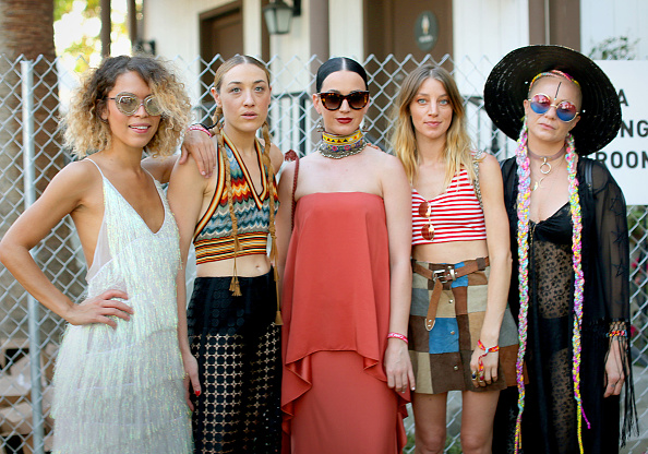 Fashion「Street Style At The 2015 Coachella Valley Music And Arts Festival - Weekend 1」:写真・画像(15)[壁紙.com]