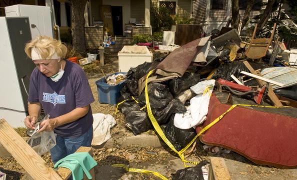 Hurricane Ike「Galveston Residents Allowed To Return Home After Hurricane Ike」:写真・画像(15)[壁紙.com]