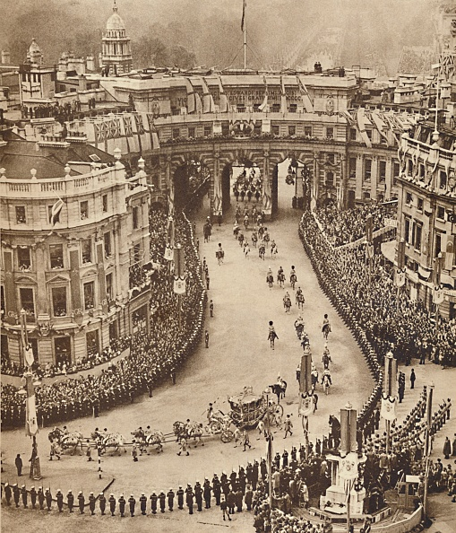 Heritage Images「Sailors Line The Route In Trafalgar Square」:写真・画像(0)[壁紙.com]