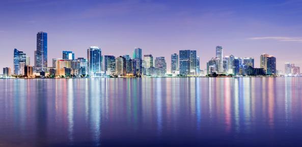 Miami「Miami and Brickell City Skyline at Night USA」:スマホ壁紙(13)