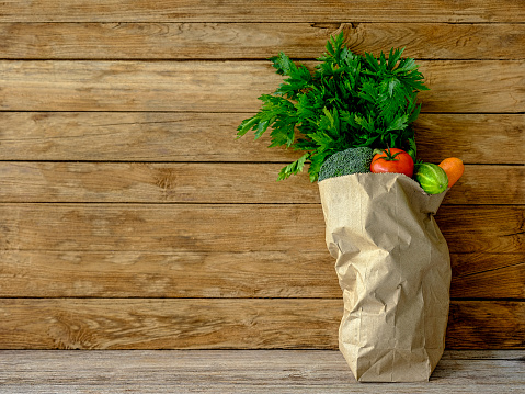 Celery「Many colorful contrast color salad vegetables in a brown paper supermarket shopping bag on an old wooden table against an old weathered wood panel background wall.」:スマホ壁紙(8)