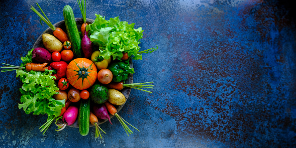 Radish「Many colorful contrast color salad vegetables sitting in a round, old, wooden vegetable bowl on an abstract blue/turquoise rustic table background with atmospheric lighting.」:スマホ壁紙(5)