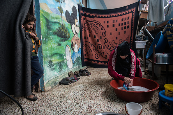 Resourceful「Syrian Refugee Camps Swell As Idlib Offensive Pushes Toward Turkish Border」:写真・画像(15)[壁紙.com]