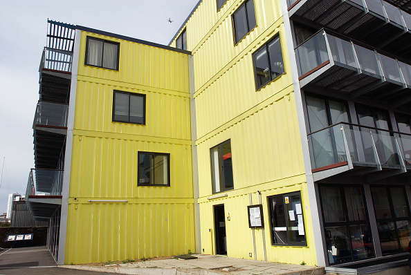 Cargo Container「Urban Space Management's 'Container City', live-work development made out of recycled shipping containers, Trinity Buoy Wharf, Leamouth, East London, UK」:写真・画像(19)[壁紙.com]