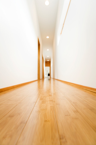 Low Angle View「Hardwood Hallway」:スマホ壁紙(2)