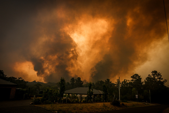 Australia「Firefighters Continue To Battle Bushfires As Catastrophic Fire Danger Warning Is Issued In NSW」:写真・画像(14)[壁紙.com]