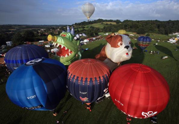 お祭り「Enthusiasts Take To The Skies For The Bristol Balloon Fiesta」:写真・画像(13)[壁紙.com]