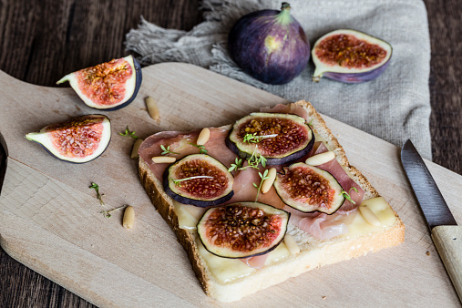 Pine Nut「Toast garnished with cheese, ham, slices of fig, pine nuts and cress」:スマホ壁紙(6)
