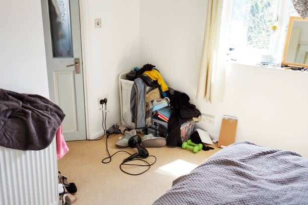 Untidy bedroom corner:スマホ壁紙(壁紙.com)