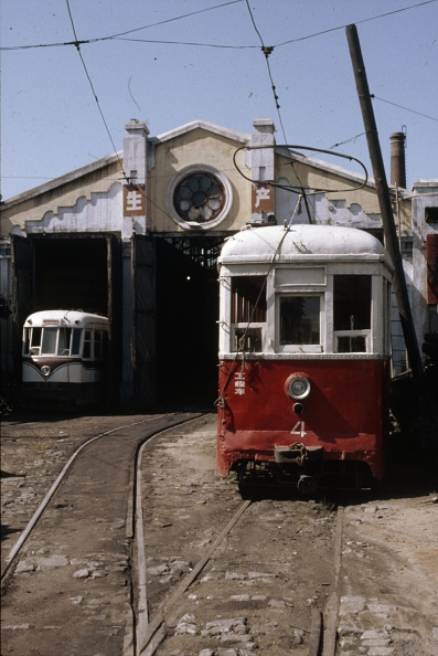 Heilongjiang Province「Harbin was another Chinese city which lost its trams and this scene at the tramshed shows the system during its final days of operation.」:写真・画像(4)[壁紙.com]