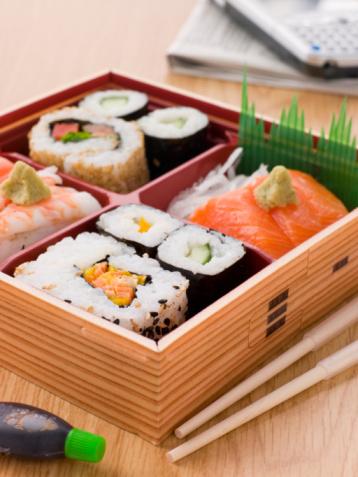 和食「Sushi And Sashimi In A Take Away Bento Box」:スマホ壁紙(0)