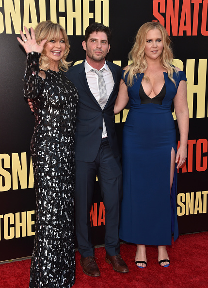 """Snatched - 2017 Film「Premiere Of 20th Century Fox's """"Snatched"""" - Arrivals」:写真・画像(5)[壁紙.com]"""