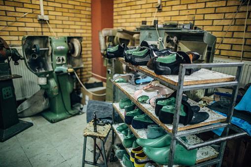 For Sale「Shoe making factory」:スマホ壁紙(1)