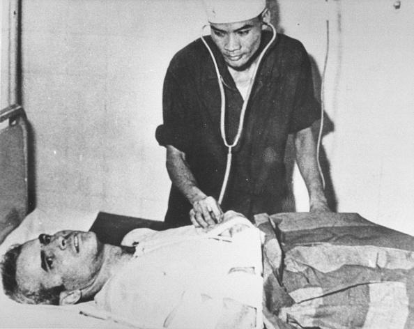 John McCain「Senator John Mccain In A Hanoi Hospital During The Vietnam War November 19」:写真・画像(11)[壁紙.com]