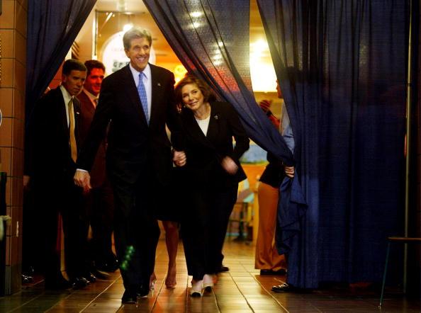 Super Tuesday「John Kerry Celebrates Wins on Super Tuesday」:写真・画像(9)[壁紙.com]