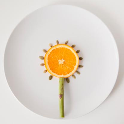 ひまわり「Sunflower made out of food on plate, studio shot」:スマホ壁紙(2)