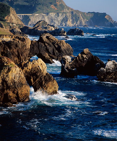 Bixby Creek Bridge「Large Boulders Along the Big Sur Coastline」:スマホ壁紙(3)