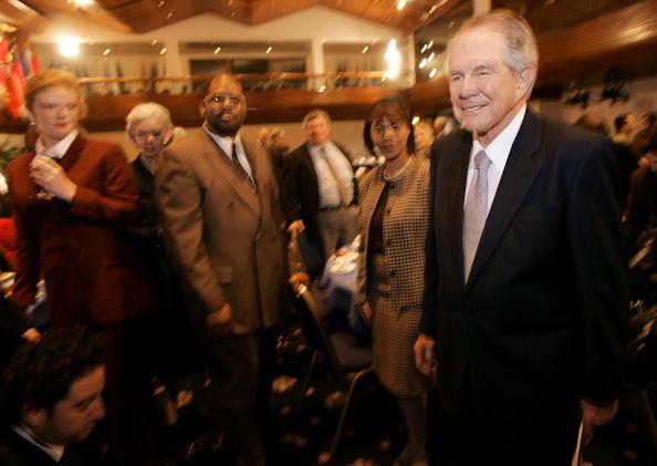 Win McNamee「Pat Robertson Speaks At National Press Club」:写真・画像(15)[壁紙.com]