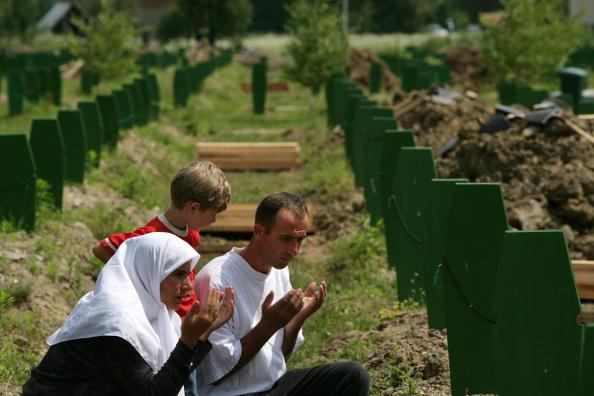 Marco Di Lauro「Srebrenica Prepares For A Massive Funeral To Celebrate 10th Anniversary Of Massacre」:写真・画像(18)[壁紙.com]