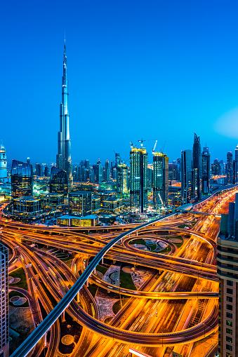 Avenue「Modern skyscrapers in Downtown Dubai, Dubai, United Arab Emirates」:スマホ壁紙(16)