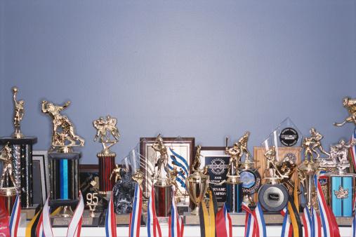 スポーツ「Sports trophy collection on shelf」:スマホ壁紙(19)