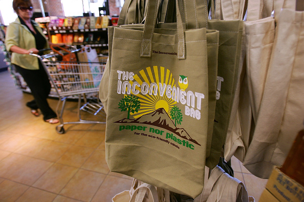 Reusable Bag「Whole Foods Bans Plastic Bags In All Of Its Stores」:写真・画像(6)[壁紙.com]
