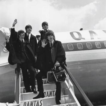 モノクロ「George Harrison Said to Be Seriously Ill」:写真・画像(10)[壁紙.com]