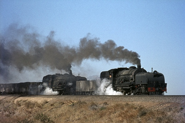 Finance and Economy「Ewo Rhodesia Railways 14A class Garratt 2-6-2 + 2-6-2 doublehead over the embankment at Cement with train 304 on Wednesday 18th July 1973.」:写真・画像(16)[壁紙.com]