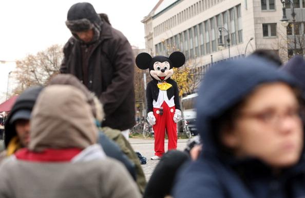 ミッキーマウス「Protesting Asylum Seekers Launch Hunger Strike」:写真・画像(9)[壁紙.com]