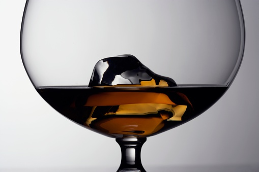 Brandy「Cognac and ice cube in snifter」:スマホ壁紙(18)