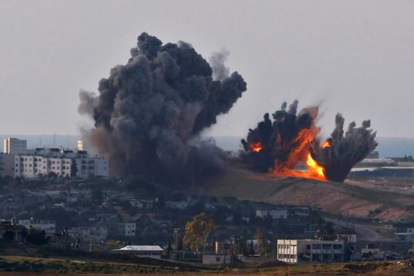 Exploding「Israel Pushes More Troops To Gaza Border Amid Talks Of Ceasefire」:写真・画像(10)[壁紙.com]