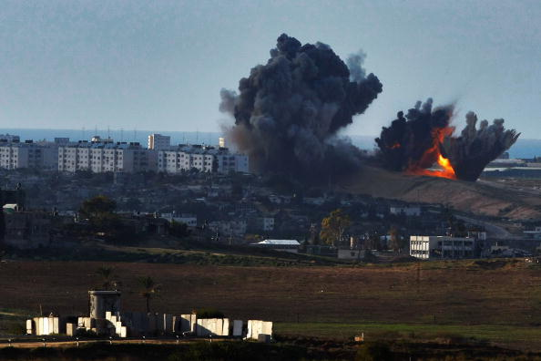 Gaza Strip「Israel Pushes More Troops To Gaza Border Amid Talks Of Ceasefire」:写真・画像(11)[壁紙.com]