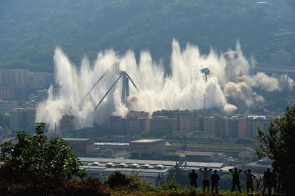 Bridge - Built Structure「Demolition Of The Eastern Section Of The Morandi Viaduct」:写真・画像(19)[壁紙.com]
